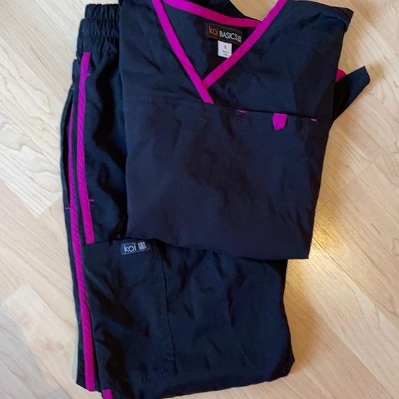 Koi basics black scrub set small